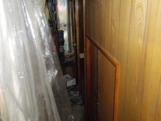 浴室に至る廊下のビフォア