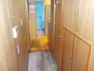浴室に至る廊下のアフター