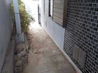 家の外周玄関からのビフォア