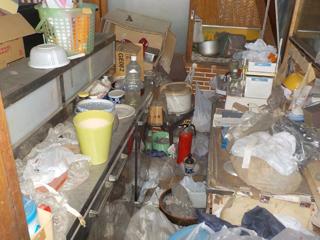 店内キッチンのビフォア