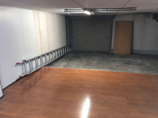 1階倉庫の入口からのアフター