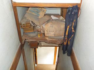 階段上の物置のビフォア