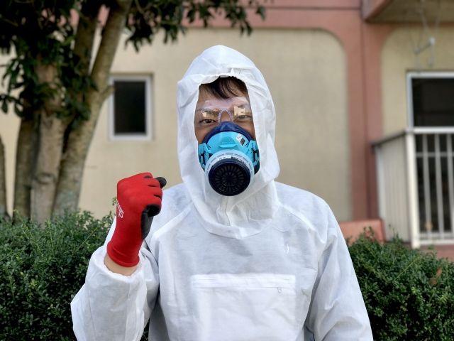 マスクをつけた特殊清掃業者