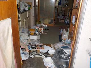 部屋1の玄関のビフォア