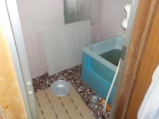 部屋1の浴室のビフォア