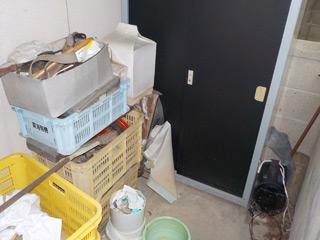 部屋2玄関外のビフォア