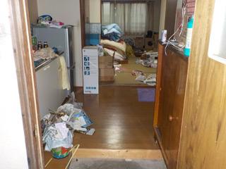 部屋2の玄関のビフォア