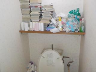 トイレ上部の棚のビフォア
