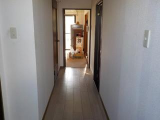 玄関からのビフォア