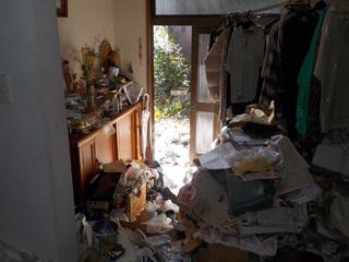 家内部から玄関のビフォア