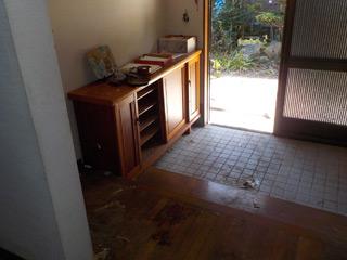 家内部から玄関のアフター