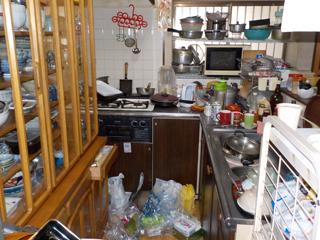 キッチン内部のビフォア