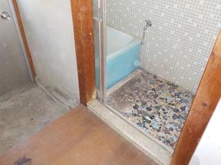 浴室前のアフター