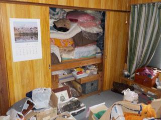 部屋4押入のビフォア