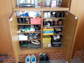 玄関靴箱のビフォア