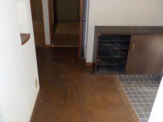 部屋2側の玄関廊下のアフター