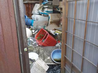 倉庫2入口のビフォア